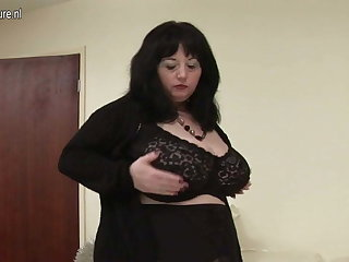 Big British mama shows off great tits and big ass