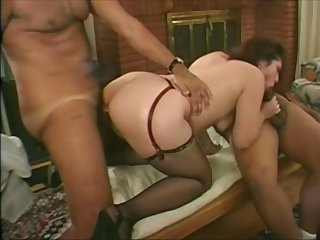 RIdiBig ass bitch helps this man see how great her pussy is