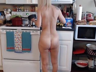 Blonde mature cooking naked