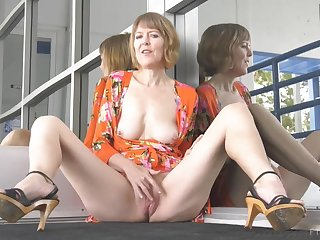Mother I´d Like To Fuck Jamie Hot Public Flashing