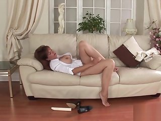 Unfaithful british mature lady sonia shows off her monster jugs
