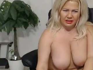This mature slut knows how to pleasure herself and her fat tits are so juicy