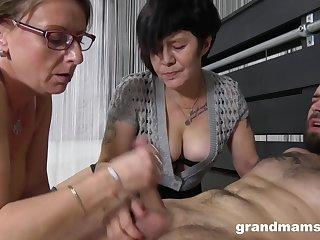 Lusty Grannies wanna fuck - GILF fetish threesome with cumshot
