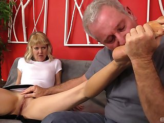Mature amateur Clare Fonda spreads her legs for balls deep fucking