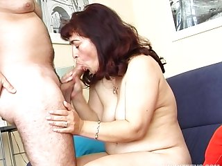 Amateur fucking on the living room sofa with mature wife Annie
