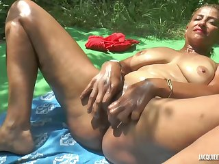 Sonia is a very experienced woman with big tits and likes to have threesomes in the nature