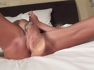 Hot Blonde Housewife Getting Very Wet - MatureNL