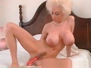 My Sexy Piercings Milf with ierced pussy lips labias