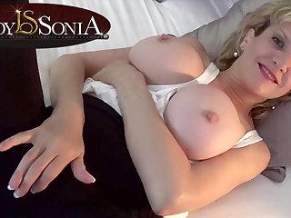 Lady Sonia takes a bath then rubs her slit