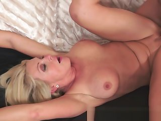 Gorgeous cougar banged by younger cock