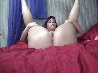 Fat ass mature babe making her ass bounce