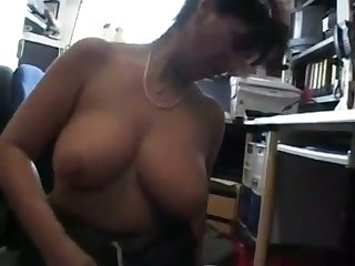 I love to have sex with my co-worker cuz she is one sultry mature woman