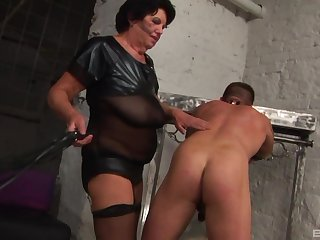 Mature Morica Jozserne knows how to please her submissive friend