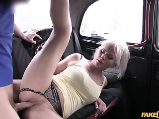 Sporty Czech MILF Kathy Anderson gets banged in the car