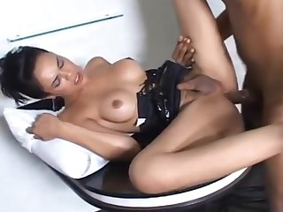 Full Service lady-man Laisa