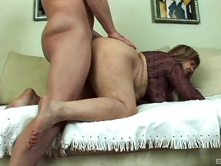 Amateur granny puts a lot of young dick up her hairy holes